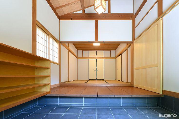 古民家リフォーム。玄関は壁を漆喰で塗りなおし、式台を設けました。 #和風住宅 #古民家再生 #古民家 #古民家リフォーム #玄関 #和風玄関 #式台 #リフォーム #家づくり #設計事務所 #菅野企画設計