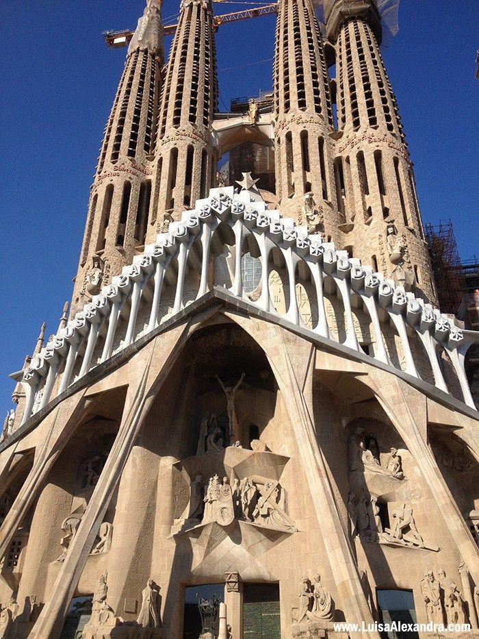 Casa Batlló    La Pedrera     Sagrada Família                A viagem no Cruzeiro MSC Fantasia terminou em Barcelona, onde tinha começado uma semana antes. Chegámos logo pela manhã, tomámos um bom pequeno almoço e seguimos comRead More »