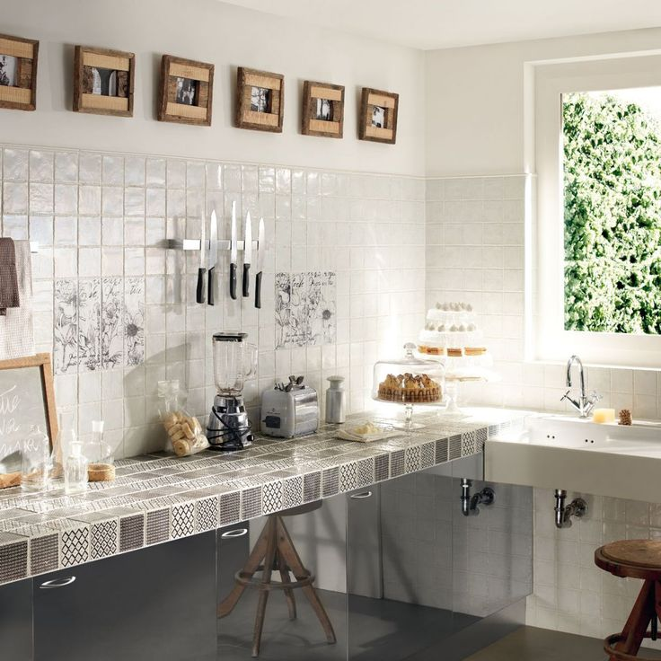 Gạch mosaic ốp bếp cho không gian bếp thêm lung linh, ấm cúng. Gạch mosaic ốp bếp chất lượng cho gạch bền với thời gian. LH: 0916. 918. 181