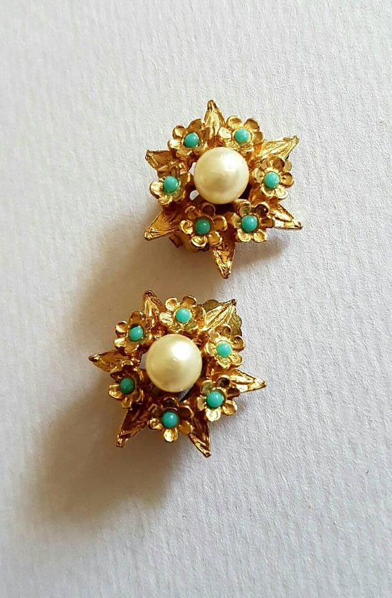 Check out this item in my Etsy shop https://www.etsy.com/uk/listing/553946257/vintage-cluster-clip-on-earrings-gold
