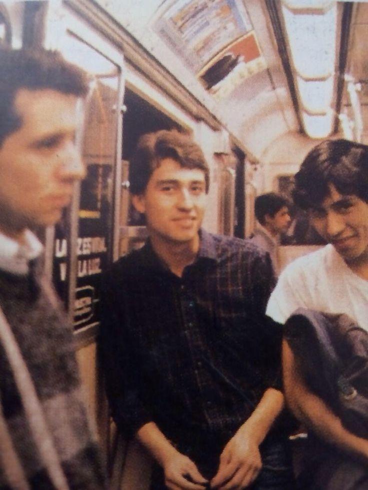 Los Prisioneros en el metro de Santiago.