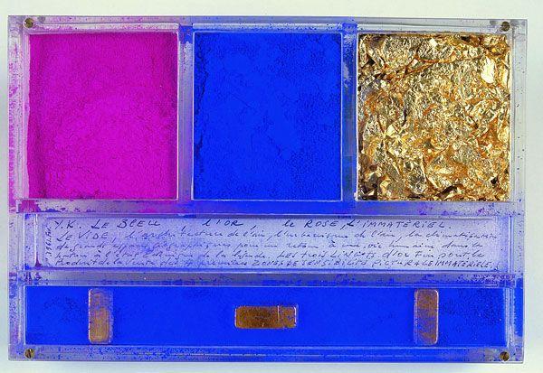 Ex-voto dédié à Sainte-Rita de Cascia par Yves Klein, 1961 21 x 14 x 3,20 cm Pigment pur, feuilles d'or, lingots d'or et manuscrit dans plexiglas Monastère de Sainte Rita, Cascia, Italie!
