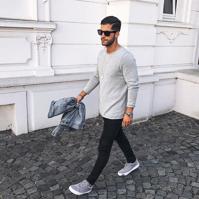 feeling kinda grey today Winter is coming closer - who else can't wait to combine some cool winteroutfits? ______________ #kostawilliams #TMM