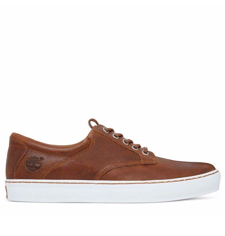 Réf : A1APR Idéales à la mi-saison avec leur tige basse, nos baskets Timberland Cupsole Oxford offrent un look authentique et indémodable grâce à leur cuir marron issu d'une tannerie certifiée par LWG. Souple et durable, ce cuir possède une teinte qui se mariera parfaitement avec un jean pour un look de week-end en ville. Arpentez les rues avec confort et style et profitez pleinement d'une paire de chaussures durable et responsable avec sa doublure fabriquée avec 50% de PET recyclé.