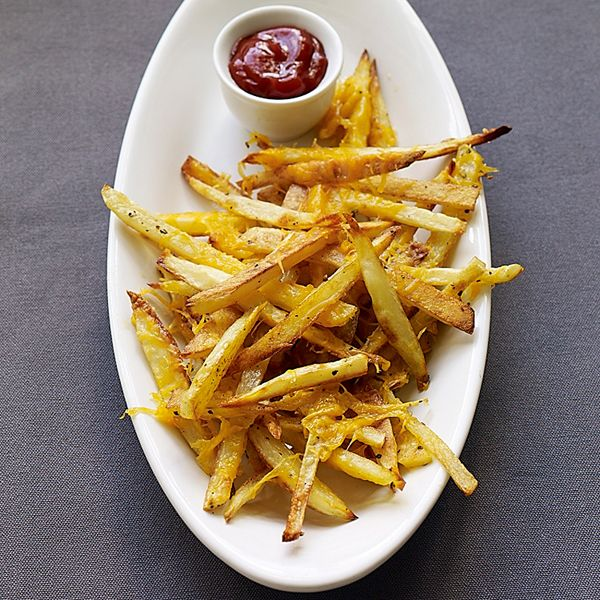 Comfort food at its finest. These fries are baked until crisp and then sprinked with sharp low-fat Cheddar. The perfect side to a well-seasoned, lean turkey burger. #recipe #WWLoves 5 SmartPoints