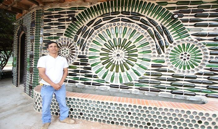 'I have been working doing this for more that 30 years' 'I had told myself that I needed to do something new to be different than anybody else, and I think God guided me' This is what José Infrán told us, he is a builder that makes beautiful work with simple wine and bear bottles.The idea to renovate his work started three months ago until he found a design online that inspired him to make something similar, with some improvements, of course.'I started as a mason and later I started…