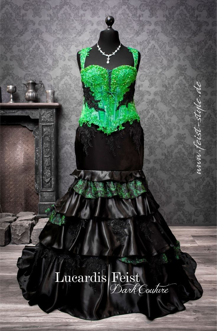 Pin By Nahomi Estrada On Girls And Ladys Green Wedding Dresses Black Wedding Dresses Black Wedding Gowns [ 1124 x 735 Pixel ]