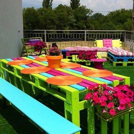 Mira estos originales muebles hechos con palets para for Como hacer una terraza economica
