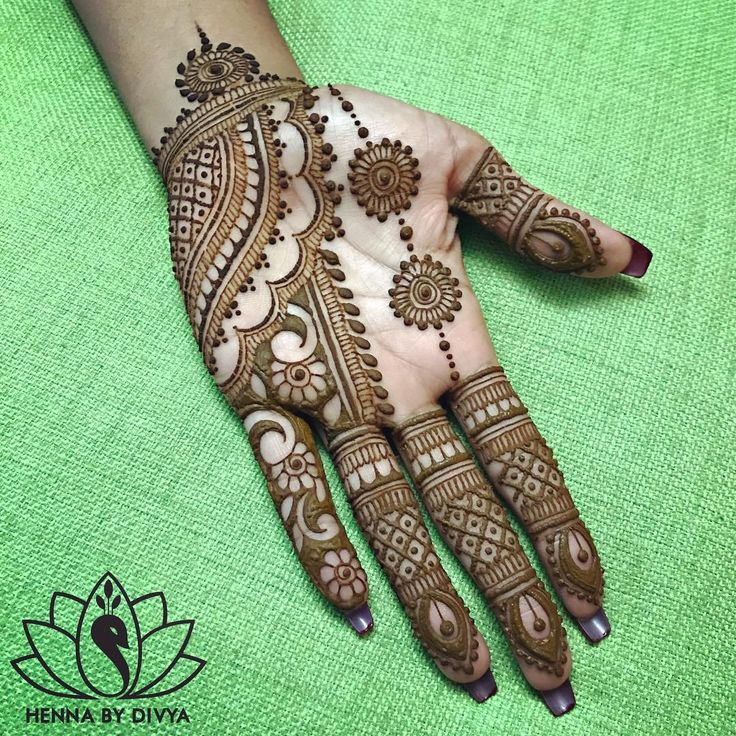 """7,543 Likes, 184 Comments - Divya Patel (@hennabydivya) on Instagram: """"Only a few spots left so hurry and book your appointment with me at @snob_ae for some #eidhenna in…"""""""