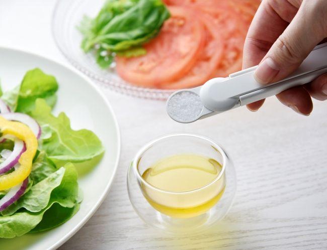 「片手ですりきれる計量スプーン」を開発|一般社団法人 栄養検定協会のプレスリリース
