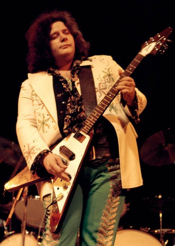 Leslie West -  Mountain /West Bruce & Lang Solo..West's economy of playing was awesome. All he needed was a guitar with one P90 pickup (look at the Flying V that has been modded) and he could play like no one's business, speed not required either...