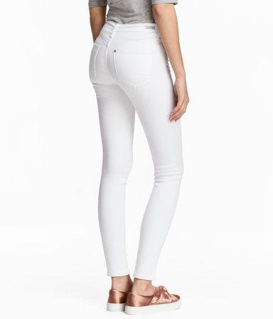 Weißer Denim. Shaping. 5-Pocket-Jeans in 7/8-Länge aus gewaschenem Denim mit Technical Stretch, der Taille, Oberschenkel und Po schlanker wirken lässt und