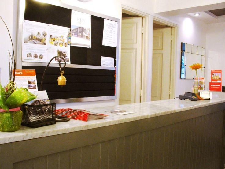 Recepción Hotel Don Santiago Bellavista, abierta 24 horas al día. ¡Te atenderemos de la mejor manera posible para que disfrutes de tu estadía!.Todos dispuestos a entregar a los huéspedes toda la información necesaria.