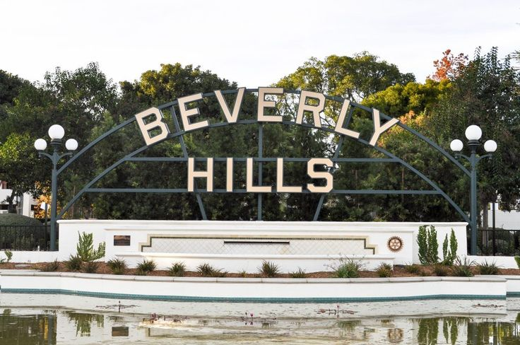 The Ultimate LA Bucket List | 101 Things to do in Los Angeles. All of the best Los Angeles has to offer, convenient organized by neighborhood! | Beverly Hills Sign