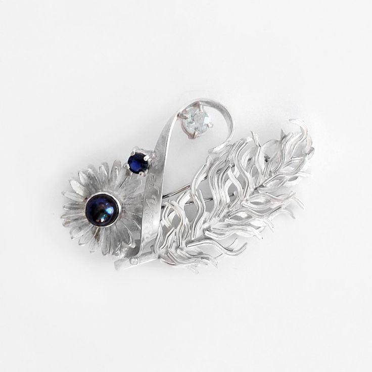 Tao Rosa Broche de plata y oro, con perla negra, agua marina, zafiro y diamante. A pedido en: www.infinitastore.com