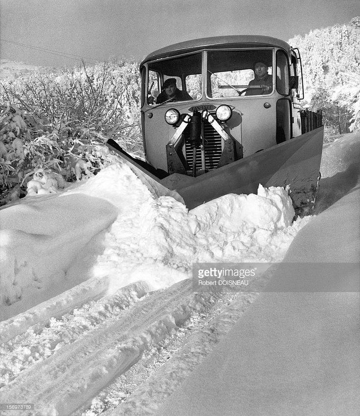 R Doisneau. The snowplow on the roads of Laffrey 1962 France