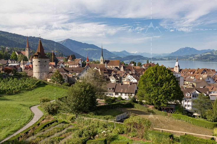 Blick auf die Altstadt von #Zug, #Zugersee und #Pilatus in der Schweiz (Switzerland)
