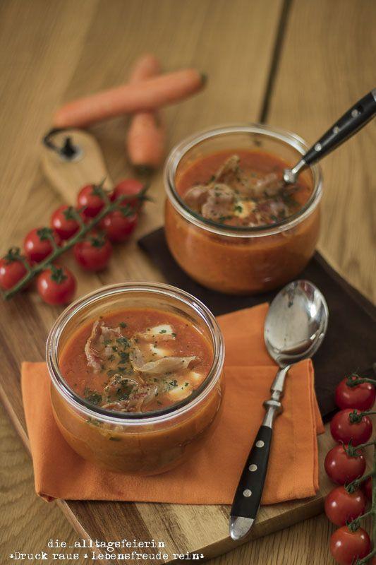 {REZEPT} * Möhren-Tomaten-Suppe mit Parmachips *