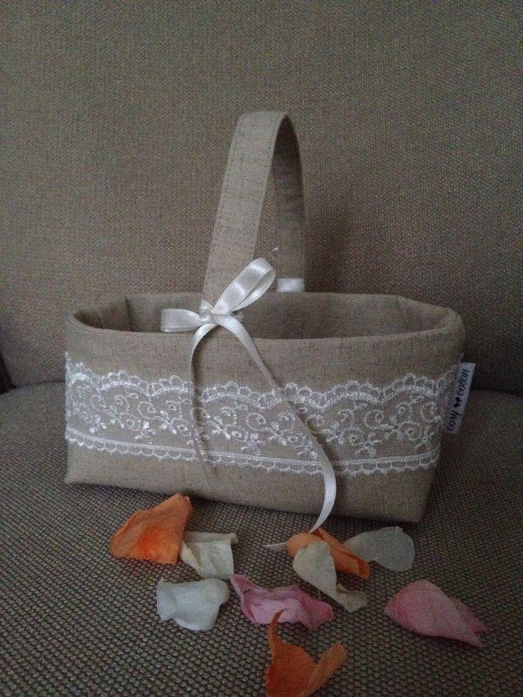 Mandje voor bloemenblaadjes tijdens de ceremonie van jullie huwelijk - met kanten en satijnen lintjes