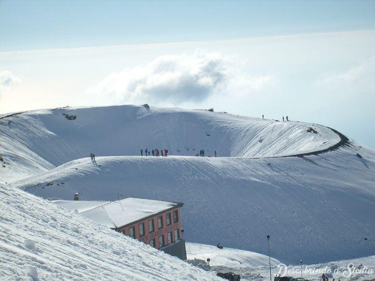 Vulcão Etna coberto de neve