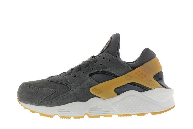 Trendy Air Huarache - Grijs Deze Air Huarache - Grijs Heren sneakers van Nike zijn nu voor 119.95 verkrijgbaar. De Air Huarache - Grijs worden aangeboden door Sneakerbaas. Lees meer op http://www.sneakers4u.nl/sneakers-online/air-huarache-grijs-3/