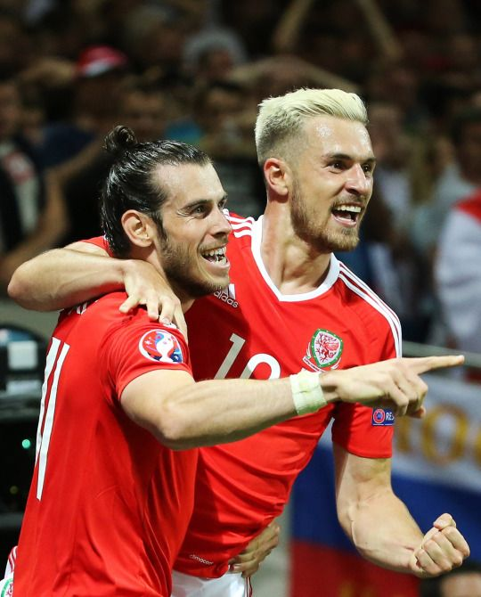 aaron ramsey and gareth bale playing for the wales national team