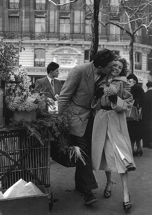 Paris, 1950s, Les amoureux aux poireaux by Robert Doisneau