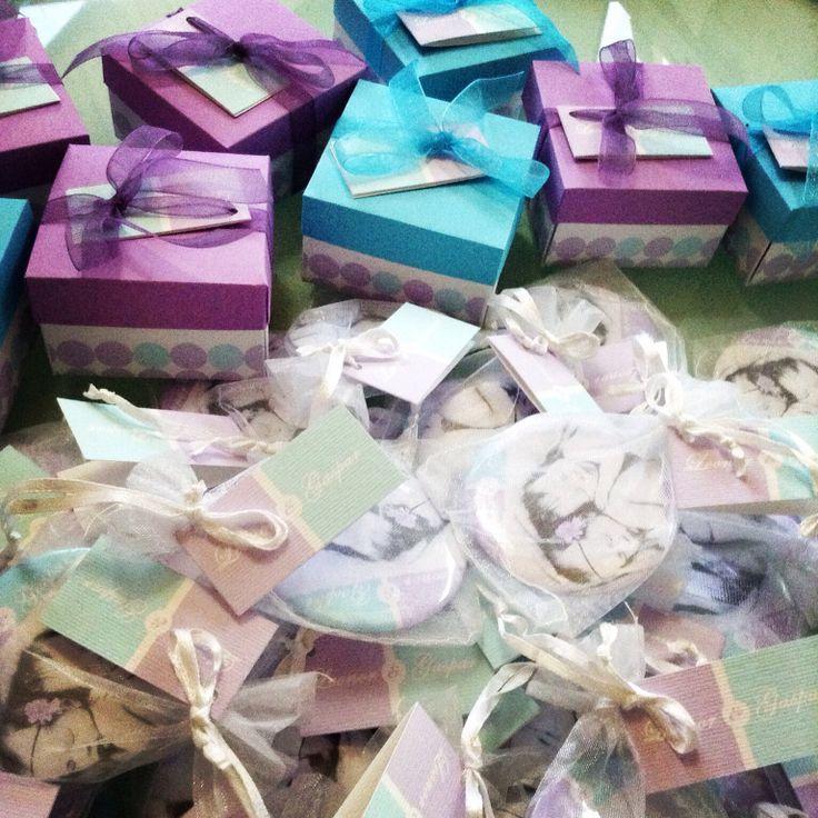 Cajitas con alfajor para souvenir de baby shower
