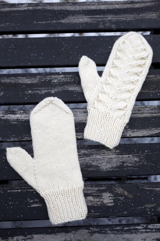 Distinguished Finnish pattern, 'the pirogue', seen often in socks | Piirakkalapaset Novita Isoveli | Novita knits