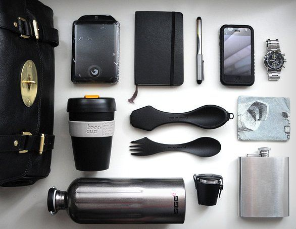 what's in your bag | reusable water bottle, reusable spoons, reusable coffee mug | EDC