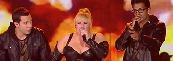 "The Cast Of ""Pitch Perfect"" Reunites, Performs At THe MTV Movie Awards - rebel Wilson is a badass"
