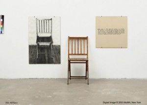 #Arte conceptual Es aquel en el que prevalece la idea sobre la realización artística. Joseph Kosuth Una y 3 sillas Esa es la obra de la imagen en la que se observa la silla de madera, una foto de una silla y la definición de silla. Así nos quiere el autor hacer pensar en cual de los 3 elementos se encuentra la identidad del objeto.