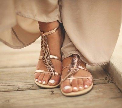 Préparez vos pieds à enfiler des tongs sur http://www.flair.be/fr/body/283502/preparez-vos-pieds-a-enfiler-des-tongs
