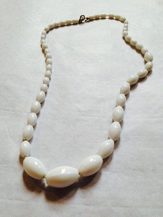 60s White Milk Glass Bead Beaded Necklace Mod