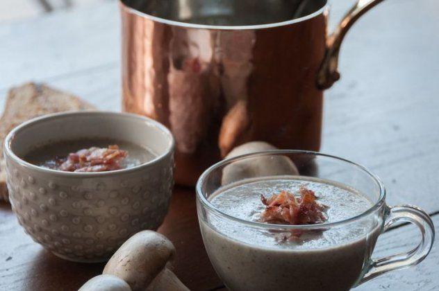 Υπέροχη σούπα βελουτέ με μανιτάρια φτιάχνει ο Άκης Πετρετζίκης και καλό Χειμώνα!   eirinika.gr