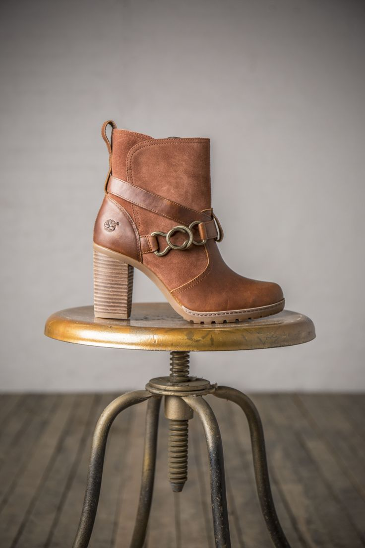 We love the buckle detail and the stacked heel for a little bit of height on this fall favorite bootie. Find the Dennett on Timberland.com