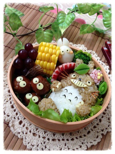 Totoro and Soot Sprites - bento lunchbox.. I need to learn how to make these! (& have the time & patience!)