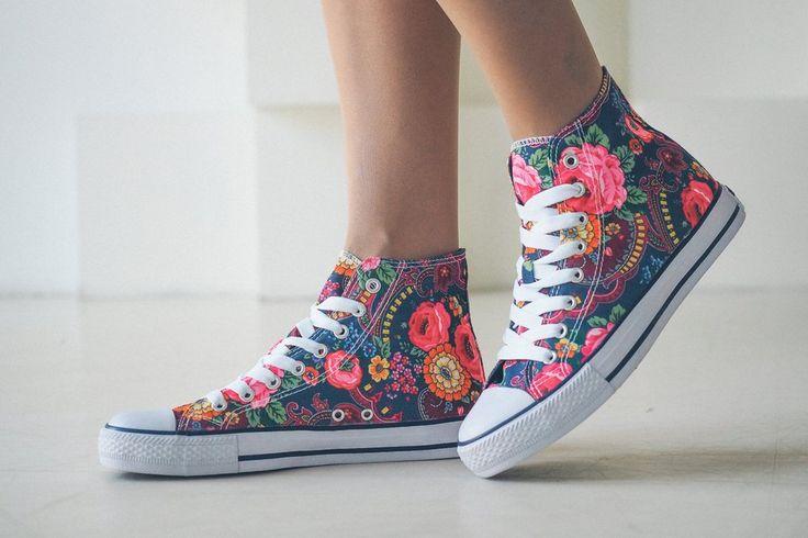 Бренды, ставшие нарицательными.  Знаете ли вы, что это не только Ксерокс, но и Фен, Унитаз, Кеды, Вазелин, Катепал?  Кеды Слово «кеды» происходит от американской обувной фирмы «Keds», основанной в 1916 году. Лёгкая спортивная обувь, созданная сначала только для занятий спортом, вскоре стала повседневной обувью для многих людей. Авторы названия «Кеды» чуть было не назвали их «Педами», но вовремя одумались.  Читайте далее по ссылке.