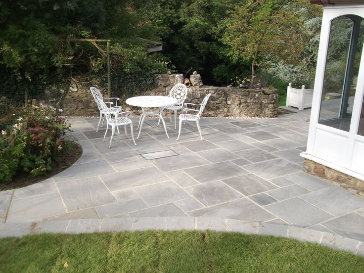 Natural Indian Sandstone in Grey takes all the accolade in this photo.