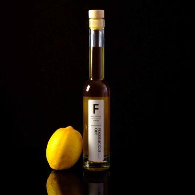 Wie zegt dat citroenazijn zuur moet zijn? Deze azijn heeft een verrassend zoete smaak en is ideaal voor een lekkere dressing en diverse andere toepassingen :-) Kom langs bij de Leuke Keuken voor dit heerlijke product en nog meer goede tips!