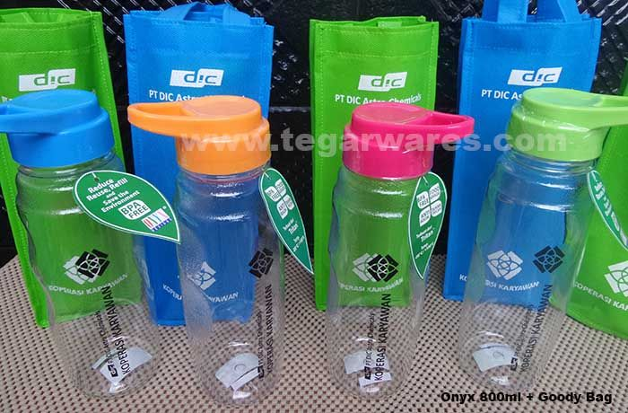 An Onyx Waterbottles with goody bag, bottles available in four colors: blue, orange, pink and green. Ordered by Koperasi Karyawan PT DIC Astra Chemical, Jakarta. Indonesia.