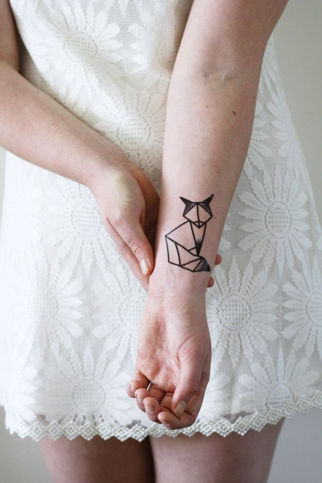 Nur temporär: Geometrisches Tattoo Fuchs in Schwarz-Weiß / geometrical outline tattoo, fox tattoo made by Tattoorary via DaWanda.com