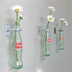 Dekoráljunk virágokkal! - Növények a legötletesebb újrahasznosított vázákban!,  #coca-cola #cserép #csésze #dekoráció #dekoratív #élő #fogás #illatos #kanna #kert #konzerv #nappali #növény #otthon24 #palack #sajátkezűleg #színes #szoba #újrahasznosítható #üveg #vágottvirág #váza #virág, http://www.otthon24.hu/dekoraljunk-viragokkal-novenyek-a-legotletesebb-ujrahasznositott-vazakban/