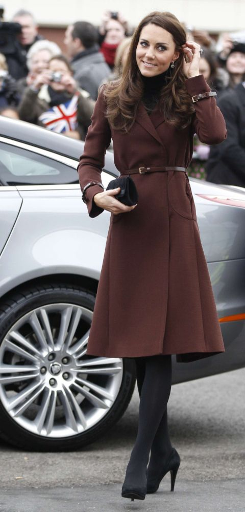 Again Kate pulls off the dark tights with a different colored jacket, so refined.