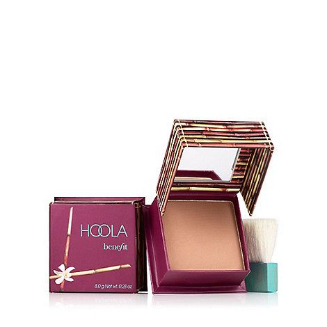 Hoola is the No.1 best-selling bronzer in the UK!* Dust this soft bronze powder over your complexion for a healthy, natural looking