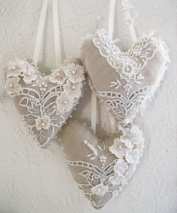 lace on linen hearts -- cute gift idea -- also cute for ornaments on shabby chic tree
