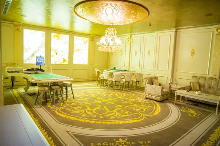 Gilded convex frescoed dome by Mariani Affreschi for Le Grand Vie Casino (Bucarest)