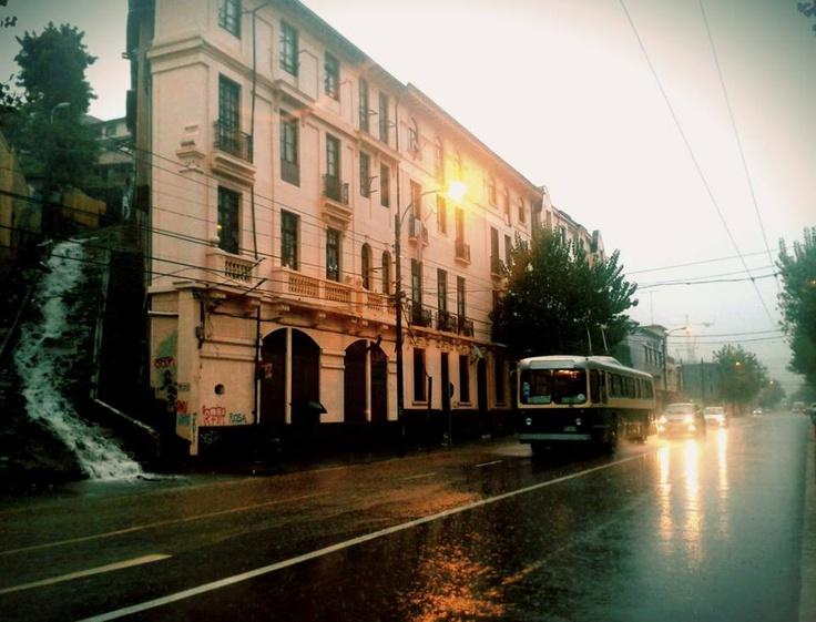 calle Colón Valparaíso,  Día de lluvia y temporal 28 mayo 2013