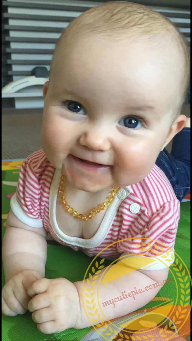 A daughter is someone you laugh with, dream with and love with all your heart. She is Darren's cutie pie wearing a lemon Amber necklace. Sooo cute, isn't she ?💋😘💕 #baby #babygirl