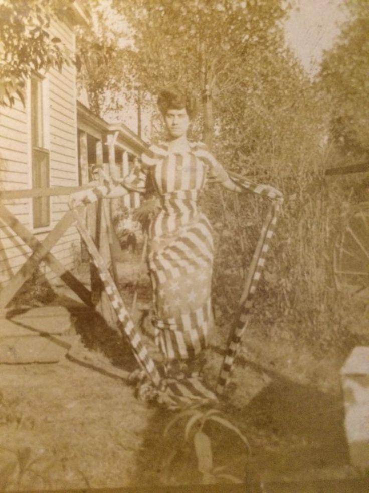 PATRIOTIC AMERICAN FLAG DRESS OUTSIDE OUTDOORS VICTORIAN CABINET CARD PHOTO 1310